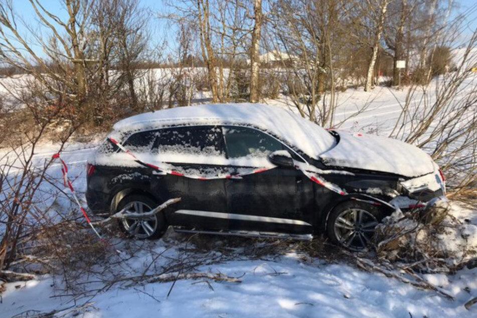 Schleuser rast mit Audi Q7 der Polizei davon: Verfolgungsjagd endet mit Unfall