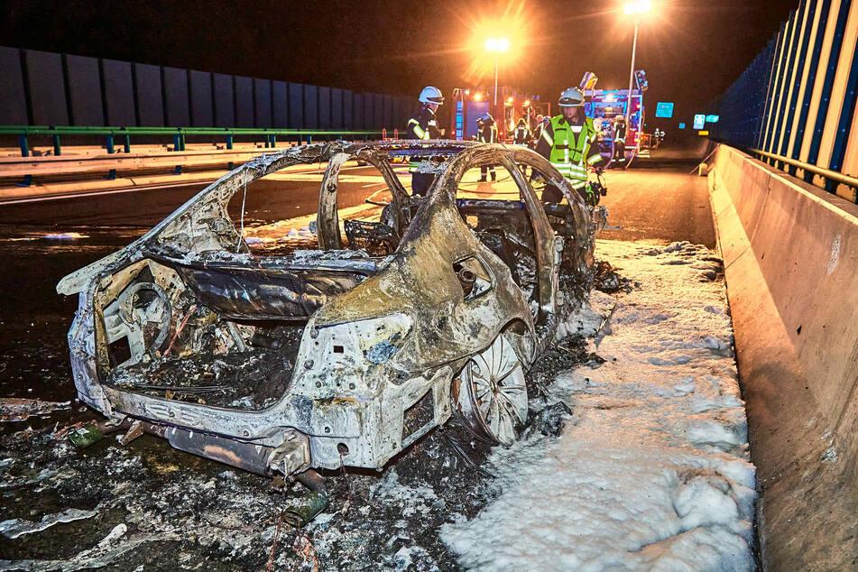 Feuerwehrleute aus Deutschland und Tschechien waren im Einsatz, um den Brand zu löschen.