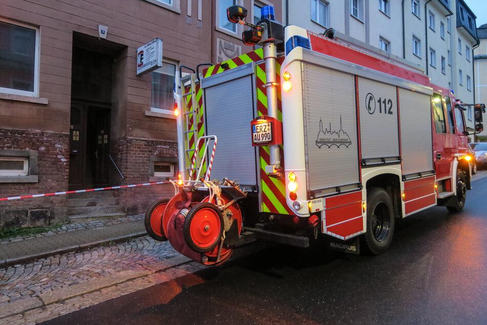 Anwohner sahen Flammen auf Fußweg: Stromausfall nach Brand in Aue