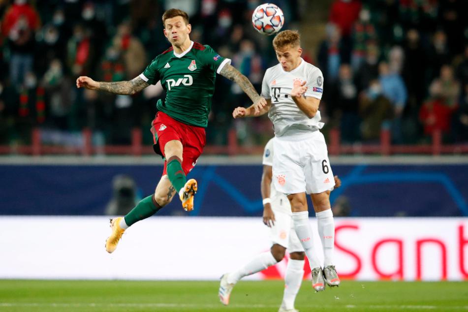 Moskaus Fedor Smolov (l.) und Bayerns Joshua Kimmich im Kopfballduell.