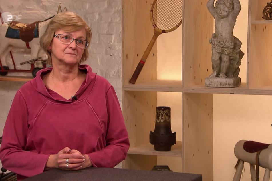 """Bei """"Bares für Rares"""" staunt Cornelia Katzera (56) am Montag nicht schlecht, als sie den Wert ihres goldenen Panzer-Armbands erfährt."""