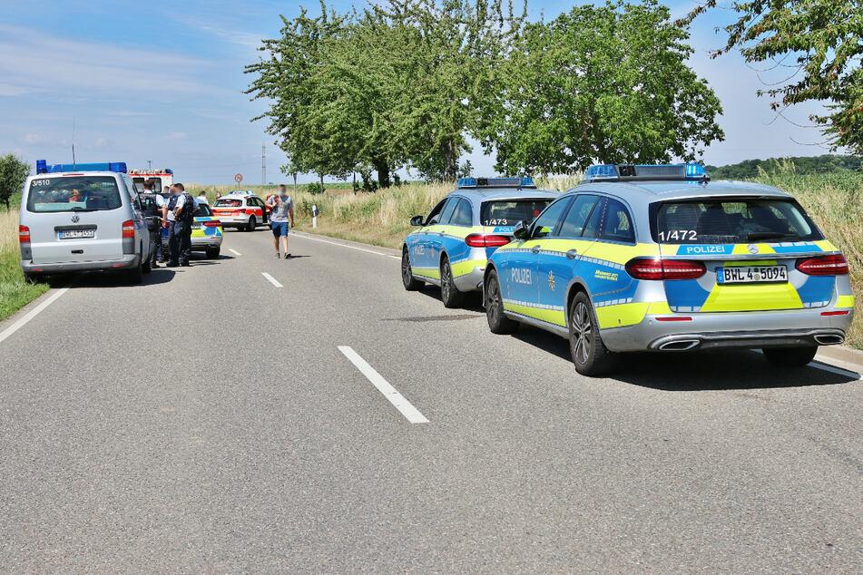 Polizei und Rettungskräfte am Sonntag an der Unfallstelle.