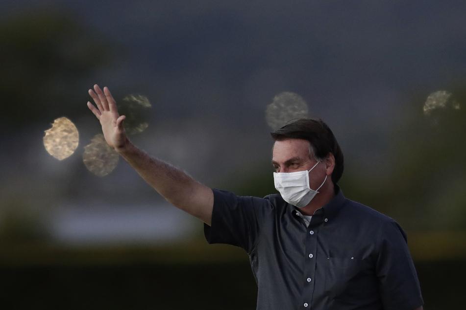 Jair Bolsonaro, Präsident von Brasilien, trägt eine Gesichtsmaske.