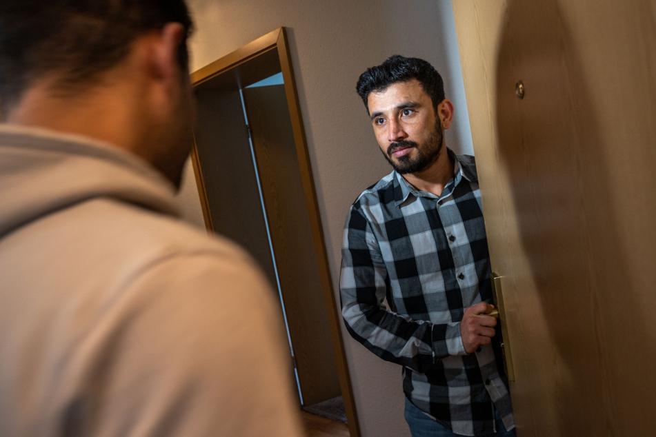 Plötzlich standen Behörde und Polizei in der Wohnung von Abdul Wahab Kakar (23). Danach musste der afghanische Flüchtling ausziehen.