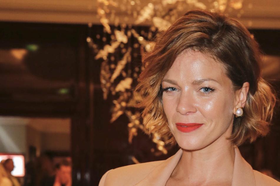 Jessica Schwarz freut sich über die vielen Glückwünsche aus der deutschen Film- und Fernseh-Szene.