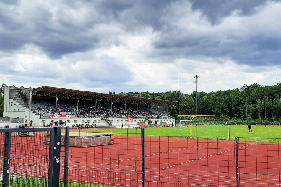 Bei eindrucksvoller Wolkenformation und starkem Wind fanden sich im Poststadion 2000 Zuschauer zum Stadtderby zwischen dem BAK und TeBe (2:0) ein.