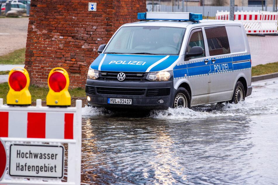 Pegel steigen weiter: Sturmflut trifft gesamte Ostseeküste!