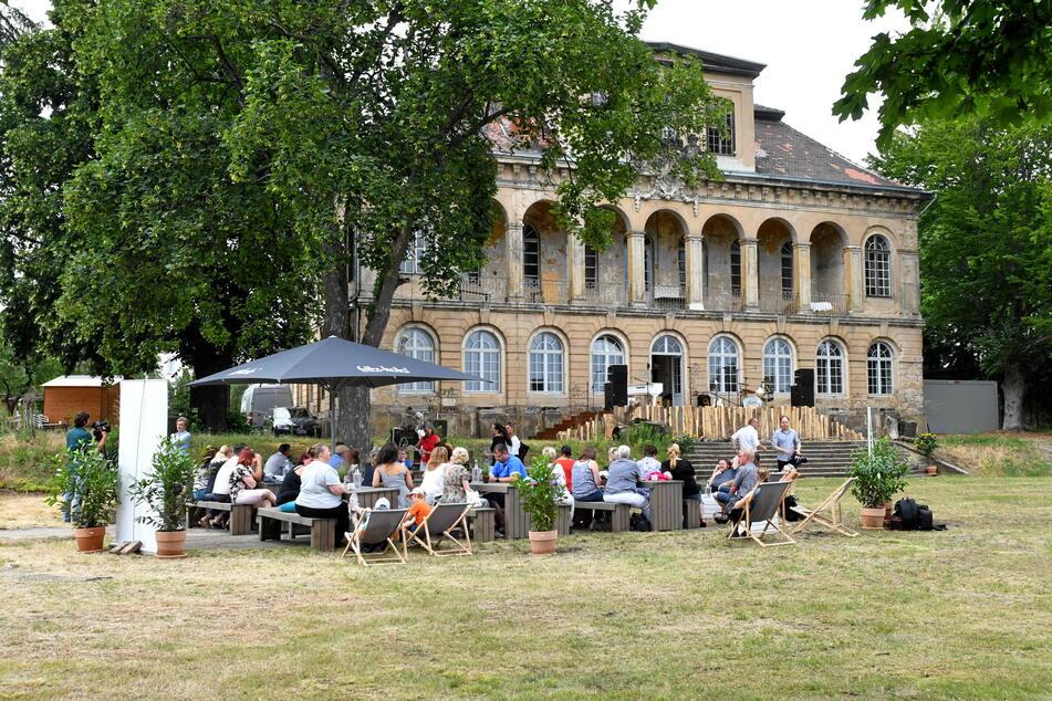Schloss Übigau verwandelt sich im Sommer zum dritten Mal in ein Open-Air-Theater. Über 15.000 Zuschauer werden erwartet.