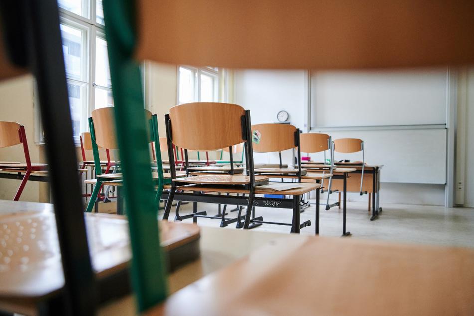 Im Saale-Orla-Kreis müssen am Dienstag Grundschulen und Kindergärten wieder schließen. (Symbolbild)