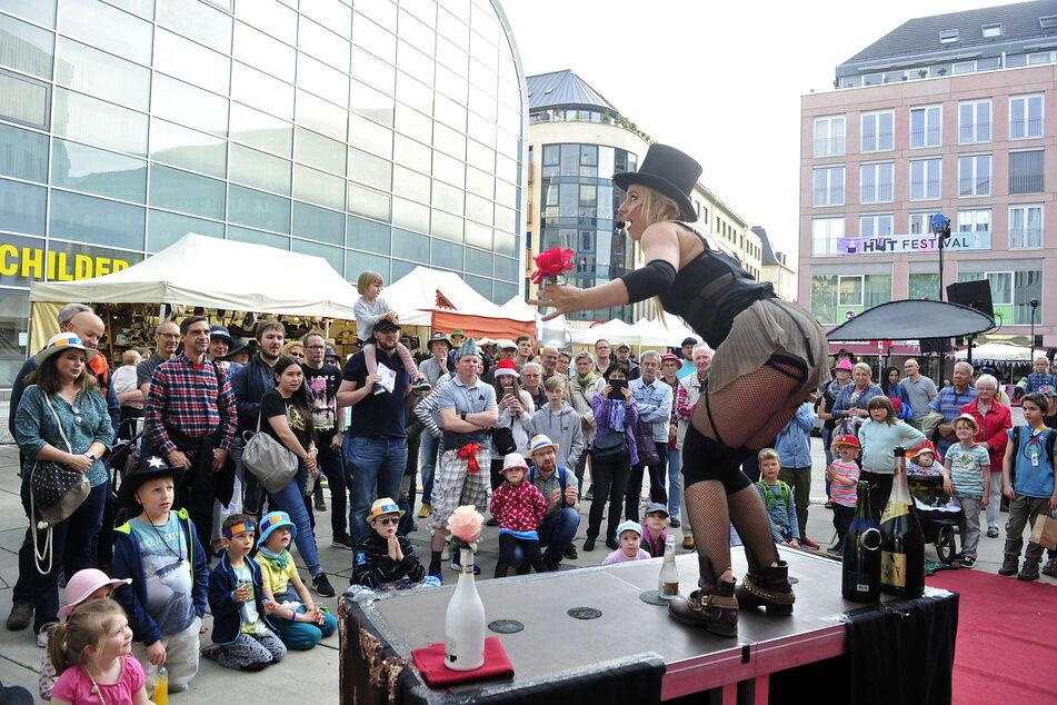 100 internationale Künstler wollen nächste Woche wieder in der Innenstadt auftreten.