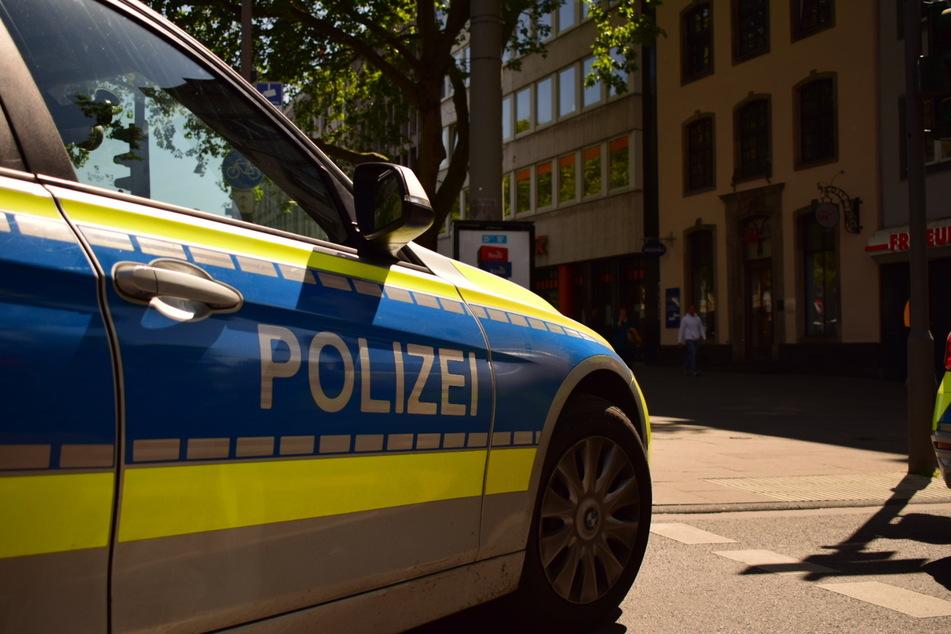 Die Polizei fahndet nach den Schüssen derzeit nach einer Tatverdächtigen.