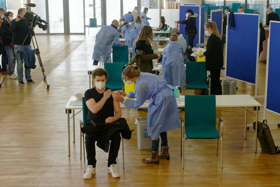 Bei einer Impf-Aktion in einer Kölner Ditib-Zentralmoschee wurden Leute im Akkord gespritzt.