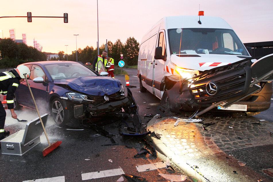 VW kracht in Sprinter: Beide Fahrer im Krankenhaus!