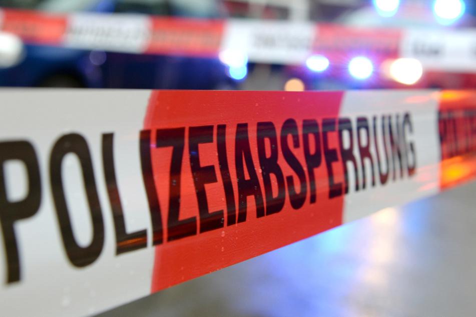 Den Polizisten gelang es schließlich, den bewaffneten Mann festzunehmen. (Symbolbild)