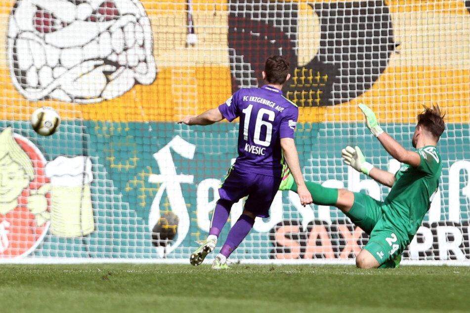 Dies war das bis dato letzte Landespokalspiel für Dresden. Am 27. März 2016 verlor Dynamo 0:3 daheim gegen Aue. Mario Kvesic trifft gegen Patrick Wiegers zum Endstand.