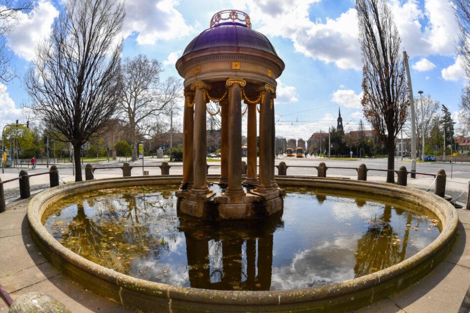 Der Artesische Brunnen am Albertplatz plätschert das gesamte Jahr über.