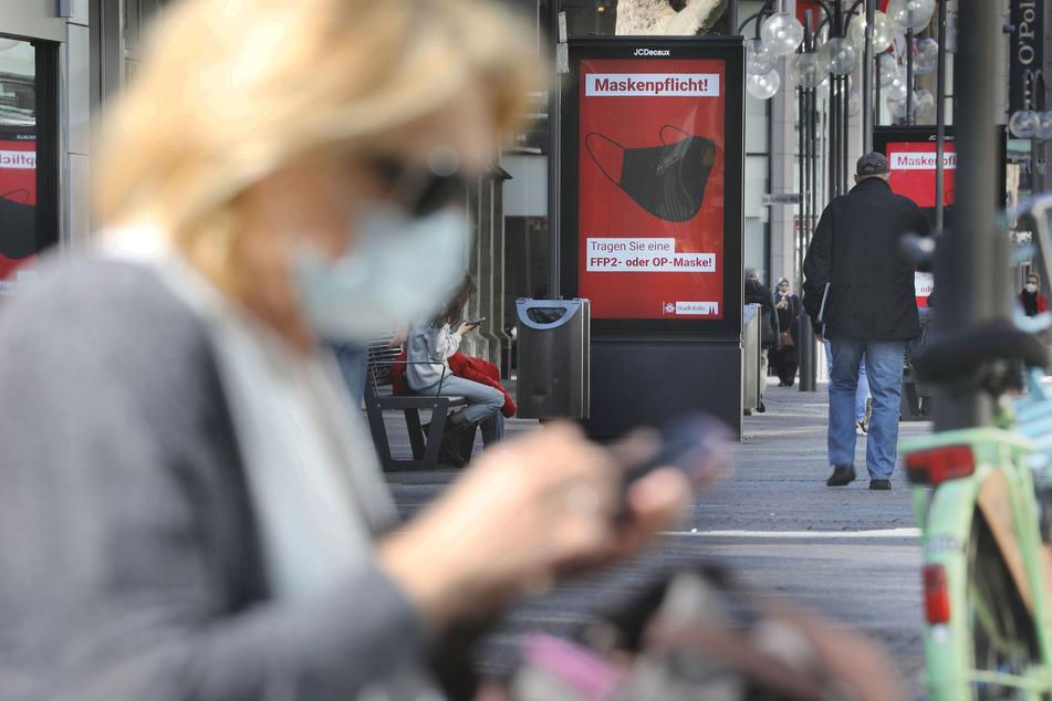 In Köln bleibt die Maskenpflicht in festgelegten öffentlichen Bereichen noch bis einschließlich 28. Juni gültig. Das hatte der Krisenstab der Stadt beschlossen.