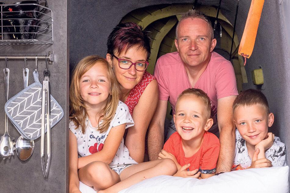 """Gemütliche Betten, """"Kombüse"""" in Reichweite. Der ausgediente Transportflieger hat alles zu bieten, was eine Ferienwohnung benötigt. Familie Horn hatte Spaß beim Übernachten."""