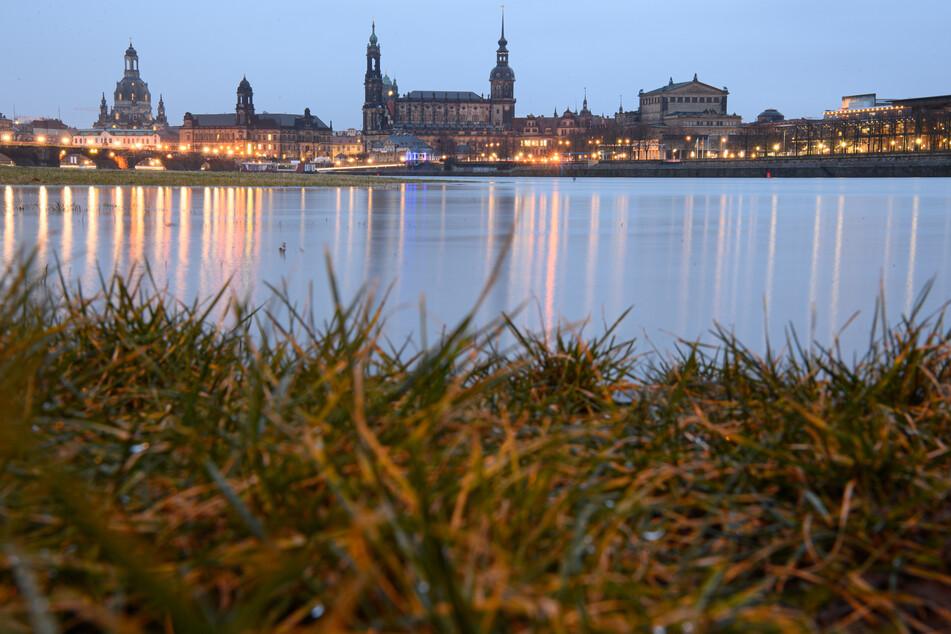 Die Elbe in Dresden. Die Stadt meldet am Montag einen Anstieg der Sieben-Tage-Inzidenz.