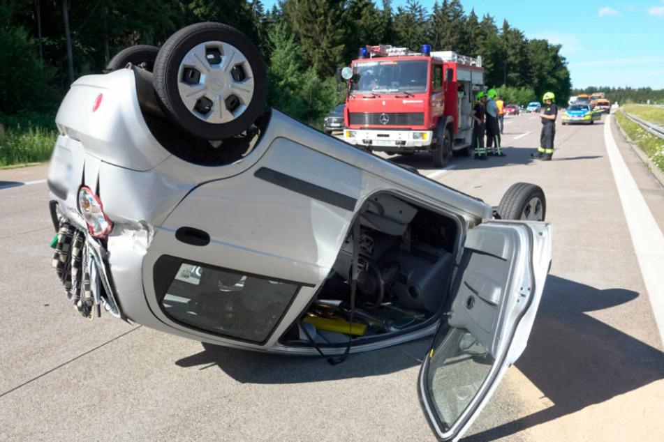 Schwerer Unfall auf A4: Chevrolet überschlägt sich