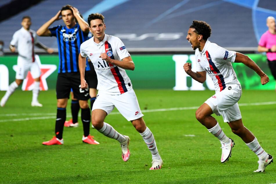 Marquinhos (r.) bejubelt mit Julian Draxler seinen seinen späten Ausgleichstreffer zum 1:1.