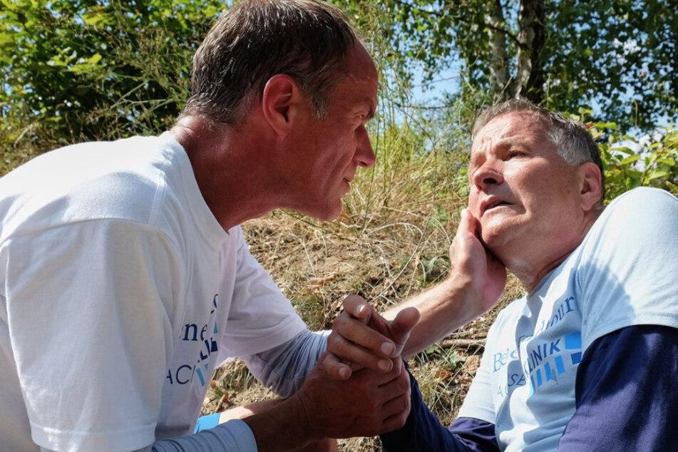 Roland Heilmann geht es in Folge 833 hundeelend. Sein Freund Dr. Achim Kreutzer geht von einer Fischvergiftung aus.