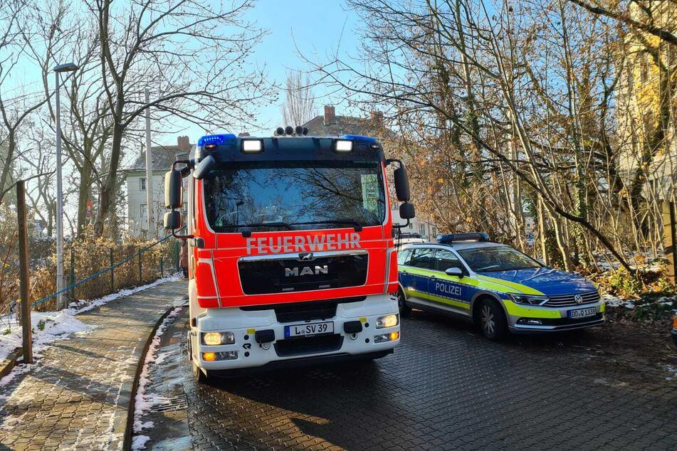 Die Einsatzkräfte der Feuerwehr und Polizei rückten zum Ort des Brandes aus.