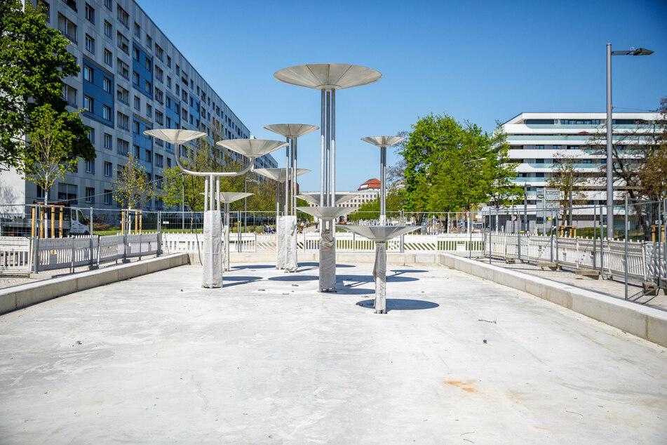 """Der Schalenbrunnen """"Wasserspiel"""" der Künstlerin Leoni Wirth (1935-2012) am Dippoldiswalder Platz wird dieses Jahr womöglich nicht sprudeln."""