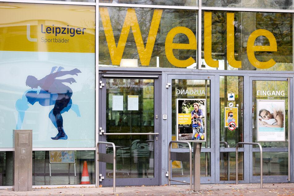 """Die Leipziger Schwimmhalle """"Grünauer Welle"""" musste Ende 2020 im Teil-Lockdown vorügergehend schließen."""