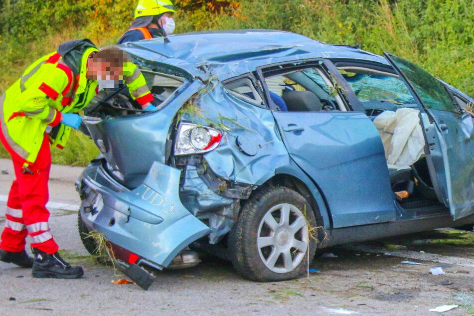 Das Foto zeigt den an allen Seiten beschädigten Seat, in dem das Ehepaar und das Kleinkind unterwegs gewesen waren.