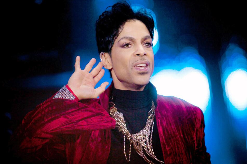 Völlig überraschend verstarb Prince im April 2016. Oliver Schwabe präsentiert ein Porträt des außergewöhnlichen Musikers, das ARTE sendet.