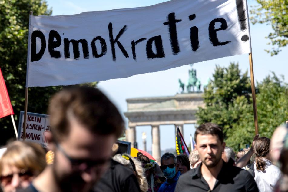 Empörung nach Anti-Corona-Demo in Berlin: Ist die Kritik an der Polizei angebracht?