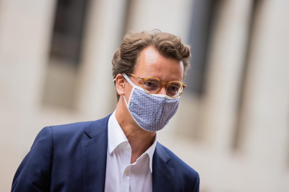 Düsseldorf: Hendrik Wüst (CDU), Verkehrsminister von Nordrhein-Westfalen, ist nach Kontakt mit einem Infizierten vorsorglich ins Homeoffice gewechselt.