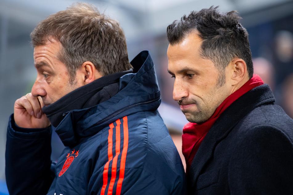 Trainer Hansi Flick (56, l.) kritisierte die persönlichen Anfeindungen gegen Münchens Sportvorstand Hasan Salihamidzic (44, r.).