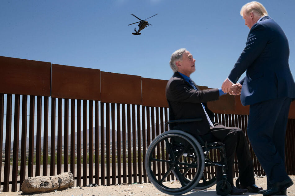 Texas Governor Greg Abbott (l.) and ex-president Donald Trump plan to visit the border together on June 30.