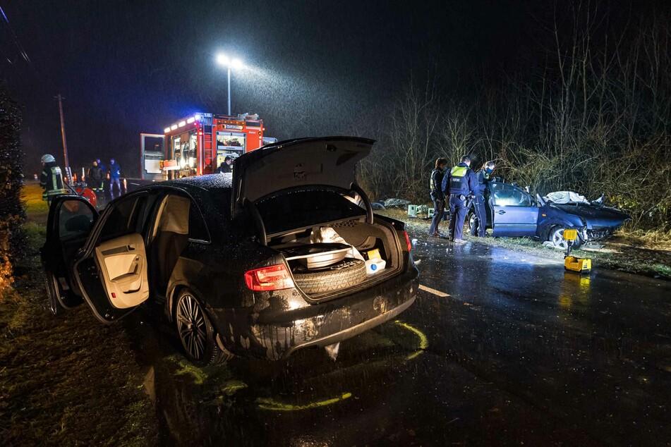 Frontal-Crash: Zwei Verletzte nach schwerem Unfall in Köln-Porz