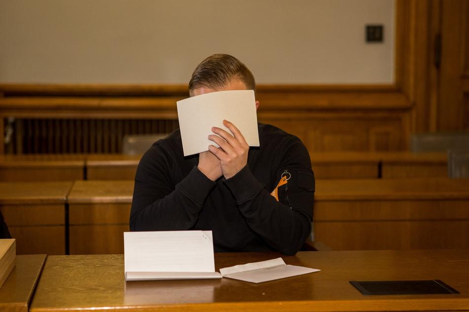 Fühlte sich am Mittwoch nicht in der Lage, zur Sache auszusagen - der mutmaßliche Messerstecher Sandy-Heiko H. (22).