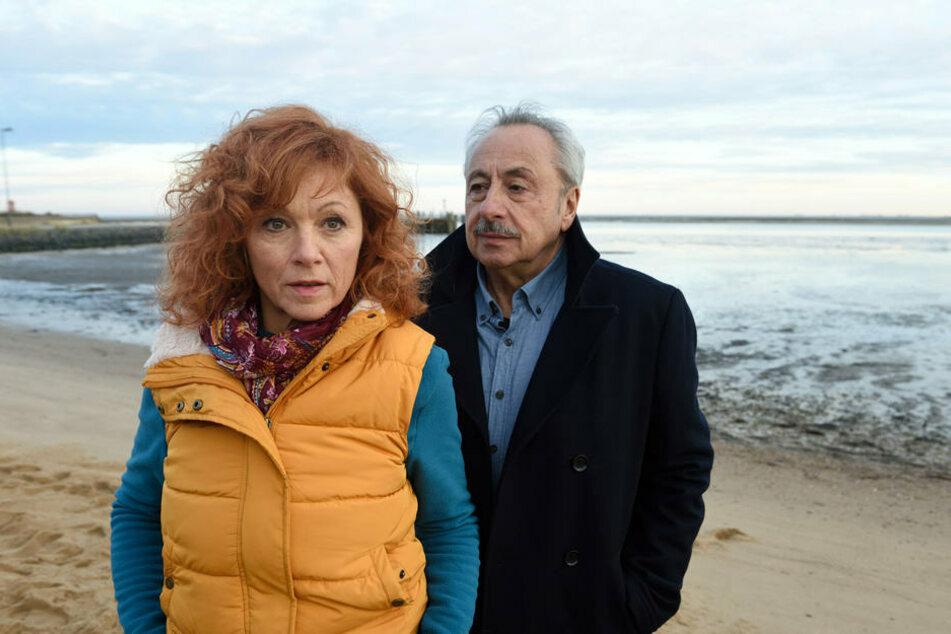 """In der letzten """"Stubbe""""-Folge ging's auch um die Ruhestands-Liebe: Marlene (Heike Trinker, 59) und Stubbe. Heike Trinker spielt übrigens auch im neuen Fall wieder mit."""